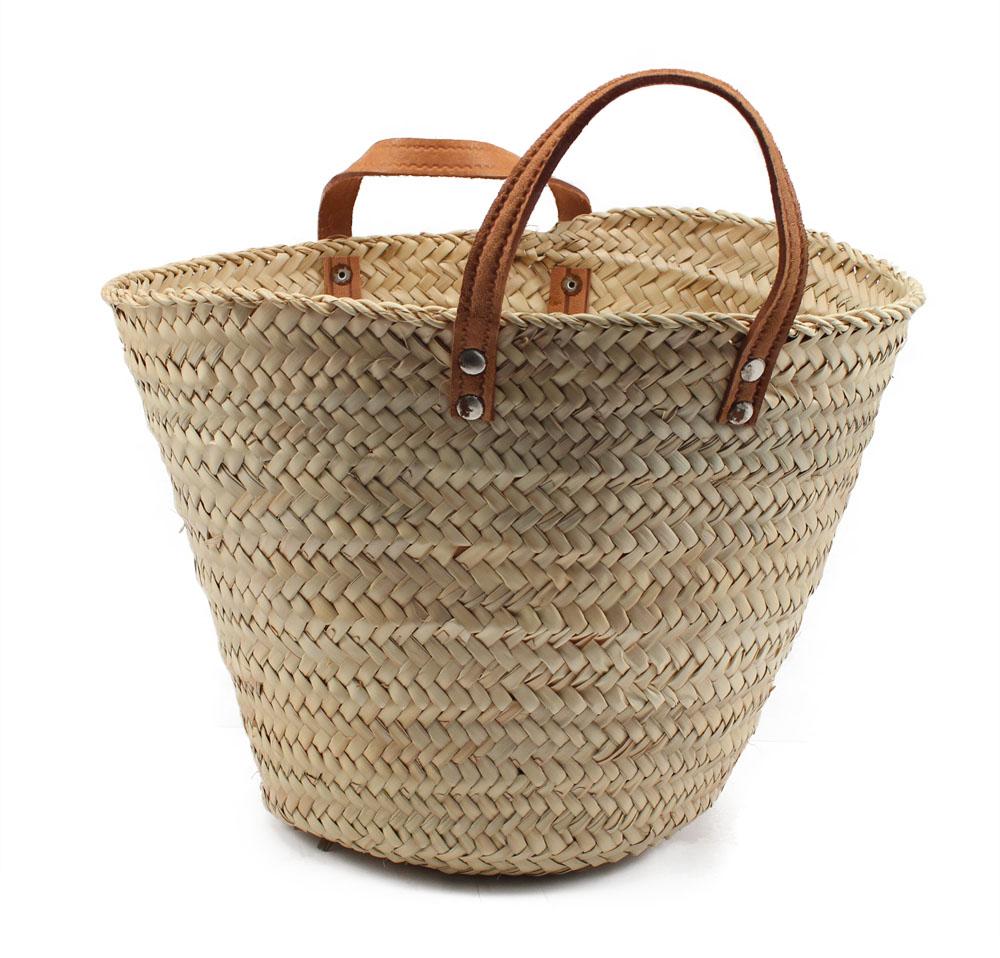 Customizar una cesta de mimbre con estrellas de lana for Fabrica de canastas de mimbre