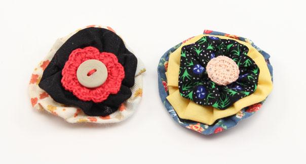 flor-de-tela-con-toques-de-ganchillo