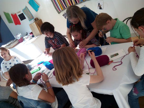 niños-aprender-a-hacer-ganchillo-costurea