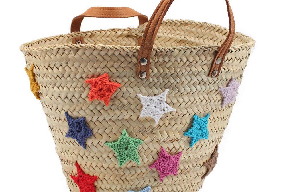 Customizar una cesta de mimbre con estrellas de lana