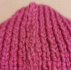 Gorros de lana de color rosa vistos desde muy cerca