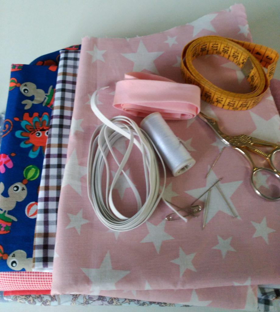 Materiales para baberos de ganchillo con telas infantiles