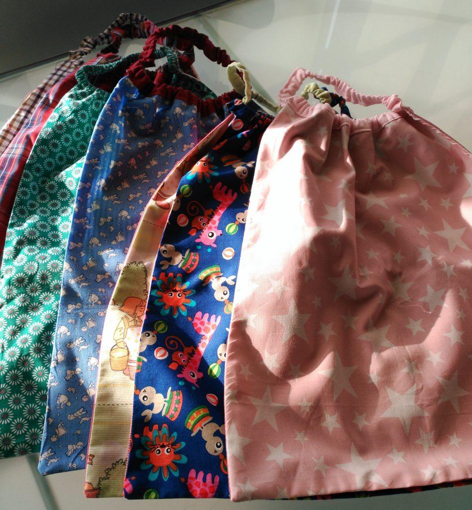 Conjunto de baberos servilleta hechos con telas infantiles