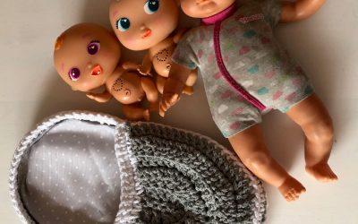 Cuna de muñeca a ganchillo